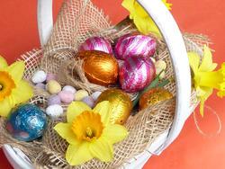 17340   Festive Easter decoration in basket