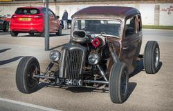 17379   Hot Rod car at a car show
