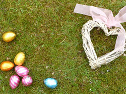 17354   Easter eggs and heart on the ground