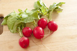 17229   Crispy fresh red radish with leaves
